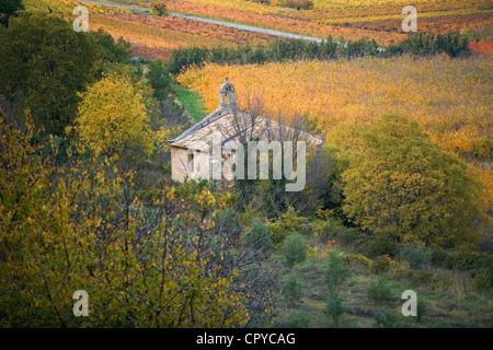 France, Vaucluse, Luberon, Menerbes, labelled Les Plus Beaux Villages de France, chapel at the bottom of the village - Stock Photo