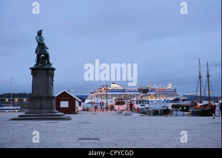Norway, Oslo, statue of Peter Jansen Wessel alias Tordenskjold naval hero, on the harbour - Stock Photo