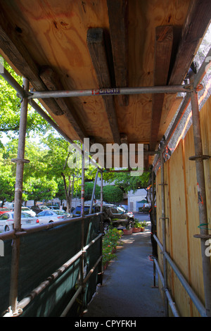 Miami Florida University of Miami Miller School of Medicine covered walkway construction protection covering scaffolding - Stock Photo