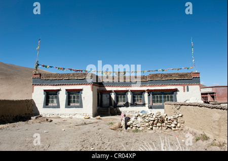 Typical Tibetan house, flat roof, village Lung Chang at Old Tingri, Mount Everest region, Himalayan, central Tibet, - Stock Photo