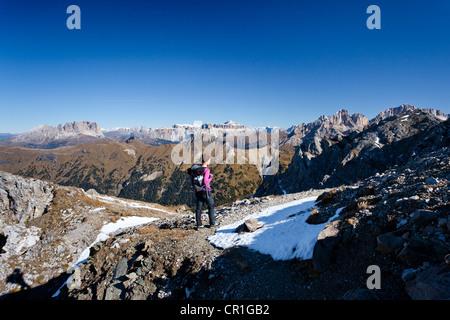 Hiker ascending the Bepi Zac climbing route in San Pellegrino Valley above San Pellegrino Pass, with Langkofel, - Stock Photo