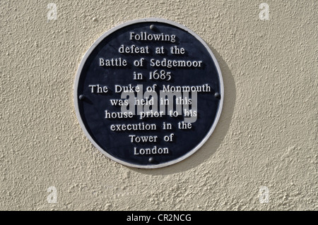 Blue plaque on Monmouth House in Ringwood, Hampshire, where the 1st Duke of Monmouth was held before being executed - Stock Photo