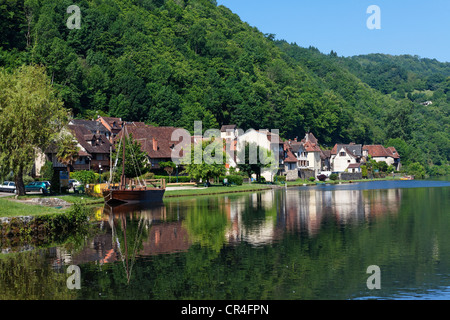 Beaulieu sur Dordogne, Dordogne valley, Correze, Limousin, France, Europe - Stock Photo