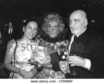 a biography of leni riefenstahl a german film director and actress Helene bertha amalie leni riefenstahl (german: [ˈʁiːfn̩ʃtaːl] 22 august 1902 – 8 september 2003) was a german film director, producer, screenwriter, editor, photographer, actress and dancer.