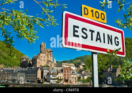 France, Aveyron, Estaing, labelled Les Plus Beaux Villages de France, a stop on el Camino de Santiago, 15th century - Stock Photo