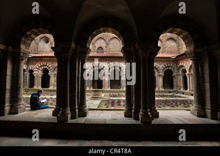 France Haute Loire Le Puy en Velay stop on el Camino de Santiago cloister of 11th 12th century Notre Dame de l'Annonciation - Stock Photo