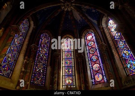 France, Cotes d'Or, Semur en Auxois, Collegiate church Notre Dame de Semur en Auxois, stained glass windows - Stock Photo