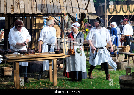 Daily life in a medieval camp during the Landshuter Hochzeit 2009, one of the largest historical pageants in Europe, - Stock Photo