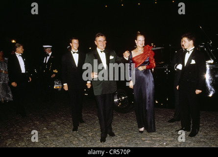Margaret II, * 16.4.1940, Queen of Denmark since 14.1.1972, with husband Prince Henrik, arrival, silver wedding - Stock Photo