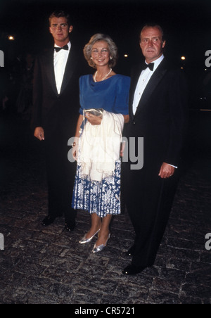 Juan Carlos I, * 5.1.1938, King of Spain since 22.11.1975, with wife Queen Sophia and son Felipe Prince of Asturias, - Stock Photo