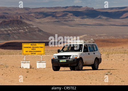 Off-road vehicle at the access point to a diamond mining zone in the border area between South Africa and Namibia, - Stock Photo