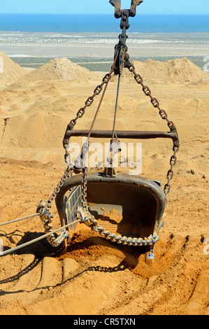 Dragline bucket of a dragline excavator moving rubble at diamond mine, De Beers Namaqualand Mines, , Namaqualand, - Stock Photo