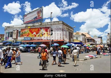 Mauritius, Port Louis District, Port Louis, hustle and bustle pedestrian street around the Central Market - Stock Photo