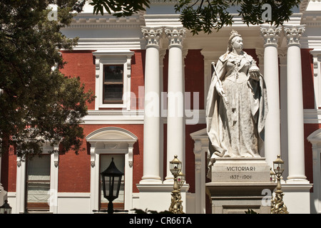 South Africa, Western Cape, Cape Town, Parliament dating of 1885, statue of Queen Victoria erected in 1887 for the - Stock Photo