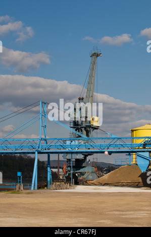 Crane on the Rhine riverbank, bulk handling, gravel, sand, a conveyor belt in the foreground, Rhineland-Palatinate - Stock Photo