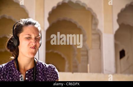 India, Rajasthan, Jodhpur, Tourist listening audio guide in Jodhpur Fort - Stock Photo