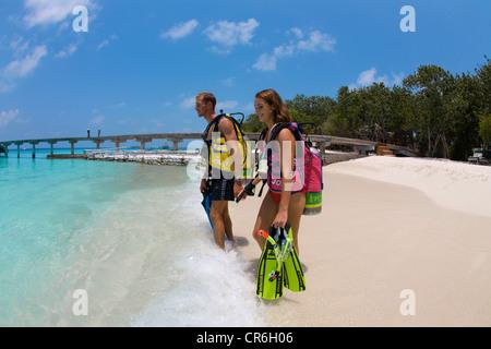 Couple, scuba divers on the beach of Reethi Beach Island, Baa Atoll, Maldives, Indian Ocean, Asia - Stock Photo