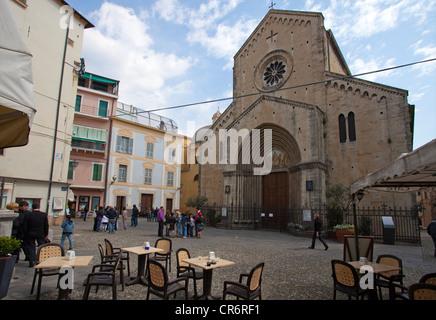 San Siro Cathedral in Piazza San Siro square, historic district La Pigna, harbour town , Ligurian coast or Riviera - Stock Photo