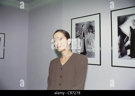 Bausch, Pina, (Philippine), 27.7.1940 - 30.6.2009, German dancer, choreographer, half length, vernissage of Helmut - Stock Photo