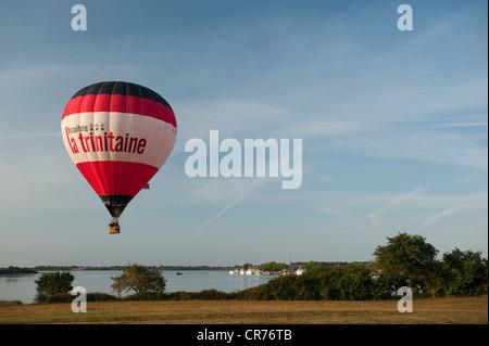 France, Morbihan, Gulf of Morbihan, Vannes, hot-air balloon going up above the entrance of Port de Vannes - Stock Photo