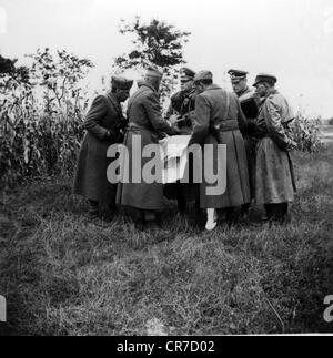 Kleist, Ewald von, 8.8.1881 - 16.10.1954, German general, in a group picture (centre), as commander-in-chief of - Stock Photo