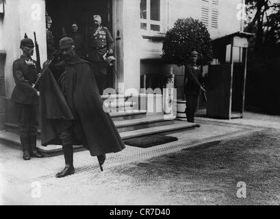 Wilhelm II, 27.1.1859 - 4.6.1941, German Emperor 1888 - 1918, full length, in uniform, after visiting Field Marshal - Stock Photo