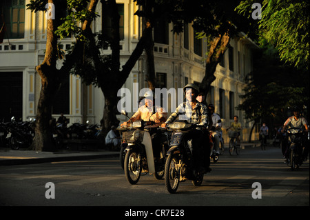 Vietnam, Hanoi, old town, traffic around Hoan Kiem Lake (also called the small lake or Lake of the Restored Sword)