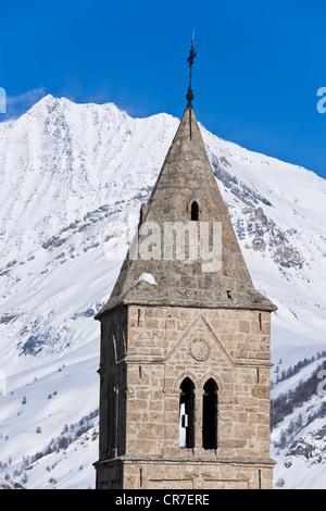 France, Hautes Alpes, Vallee de l'Oisans, Massif des Grandes Rousses, the village Les Terrasses, the belltower of - Stock Photo