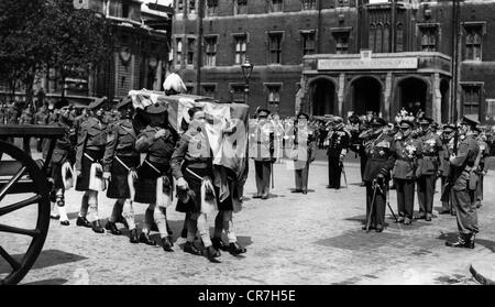 Wavell, Archibald, 5.5.1938 - 24.5.1950, British general, death, funeral, the coffin in carried to Westminster Abbey - Stock Photo