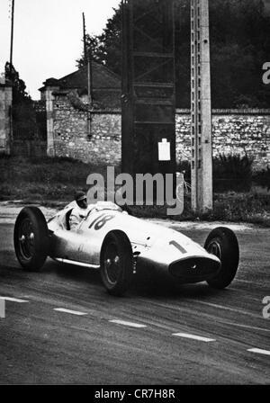 Brauchitsch, Manfred von, 15.8.1905 - 5.2.2003, German racing driver, on Mercedes-Benz W 154 ath the Grand Prix - Stock Photo