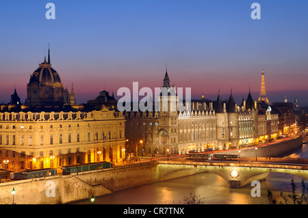 France, Paris, the banks of the Seine river UNESCO World Heritage with from left to right the Commerial court, the - Stock Photo