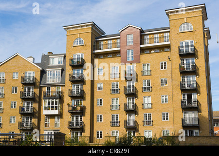 Riverside House Apartments from Bridge Street, from A327, Reading, Berkshire, England, United Kingdom, Europe - Stock Photo