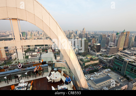 Thailand, Bangkok, Siam Square District, The Red Sky Bar at the 55th floor of the Central World Hotel - Stock Photo