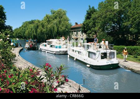 France, Aude, Castelnaudary, War lock on Canal du Midi - Stock Photo