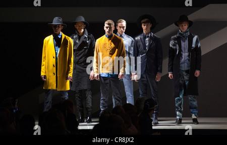 Graduate Fashion Week 2012, Gala Catwalk Show, collection by Emily Edge, Northumbria University - Stock Photo