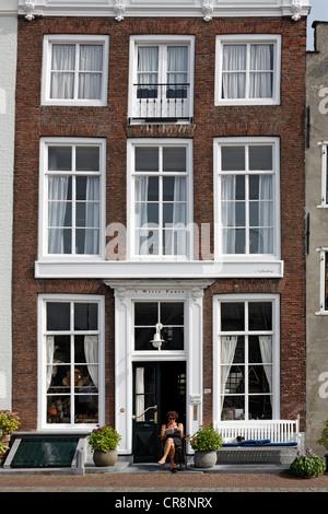 Old merchant's house at Kinderdijk, Middelburg, Walcheren, Zeeland, Netherlands, Europe - Stock Photo