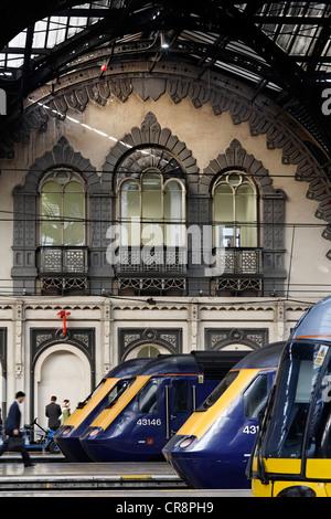 Trains in the historic main hall, railway terminus London Paddington station, London, England, United Kingdom, Europe - Stock Photo