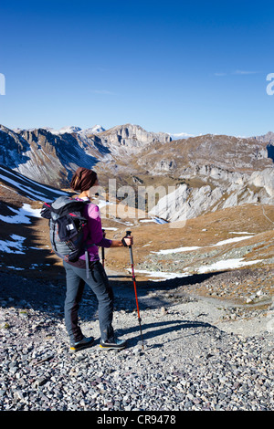 Hiker at the Bervagabunden-Huette hut, on the ascent to the Bepi Zac climbing trail in the San Pellegrino valley - Stock Photo