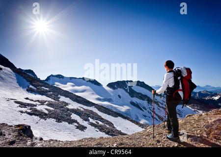 Mountaineer climbing Hochfeiler mountain, Pfitschertal valley, Hoher Weisszint mountain at the back, province of - Stock Photo