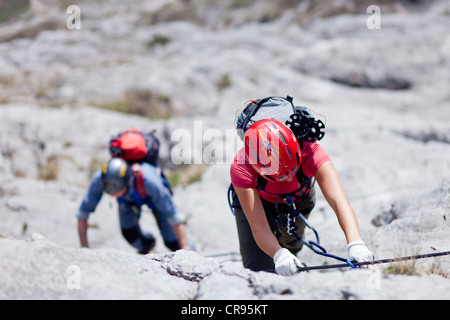 Climbers on the Che Guevara fixed rope route, Casale mountain in the Sarcatal valley, region of Lake Garda, province - Stock Photo