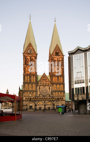 St. Petri Dom, St Peter's Cathedral, at dusk, Buergerhaus mansion house, seat of the Bremen Parliament, Bremen, - Stock Photo