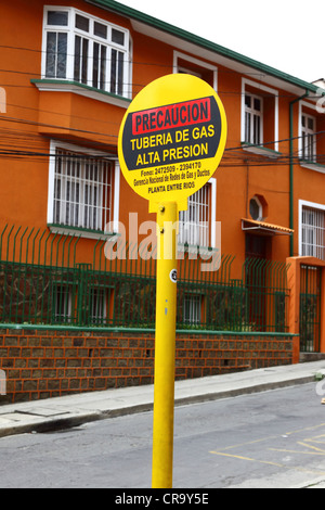 Sign warning of location of underground high pressure domestic gas supply pipeline in a residential suburb, La Paz, - Stock Photo