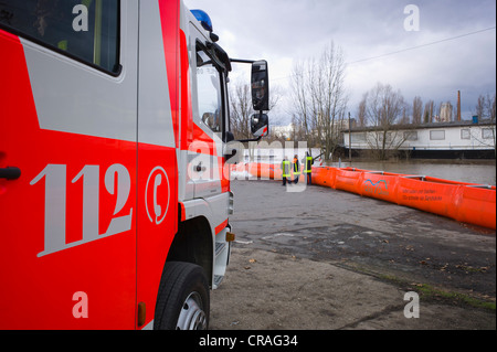 Artificial flood protection dam QUICK DAMM SYSTEM, fire service monitoring the flooding, Frankfurt, Hesse, Germany, - Stock Photo