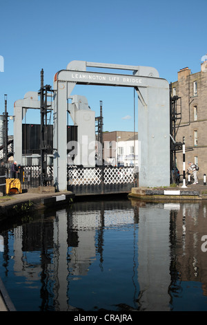 Leamington lift bridge on Edinburghs Union canal - Stock Photo
