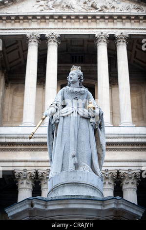 Statue of Queen Anne outside St Paul's Cathedral, London, England, United Kingdom, Europe - Stock Photo