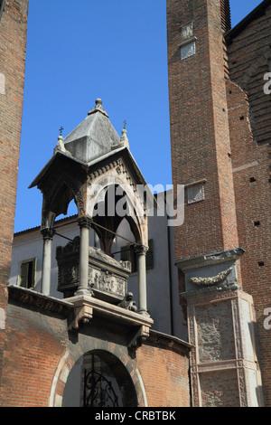 Tomb of Guglielmo da Castelbarco at the Church of Sant 'Anastasia, Verona, Veneto, Italy, Europe - Stock Photo