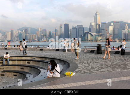 Tourists posing in front of the skyline of Hong Kong, China, Asia - Stock Photo