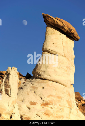 White Hoodoos, toadstool hoodoos, the Moon, rimrocks, Grand Staircase Escalante National Monument, GSENM, Utah - Stock Photo