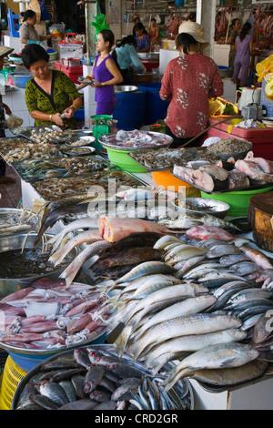 Numerous varieties of fish on sale outside the BEN THANH MARKET, Vietnam, Saigon - Stock Photo
