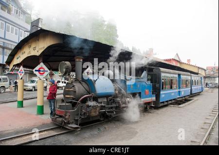 Historic train, Darjeeling Himalayan Railway, narrow-gauge railway, Toy Train, UNESCO World Heritage Site, Darjeeling - Stock Photo